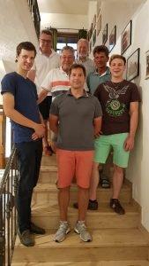 Die siebenköpfige Führungscrew um Tennischef Christoph Grenzer (vorne Mitte) mit Philip Weckert, Achim Roelen, Gert Lindenberg, Erwin Schmidt sowie Anton Demmel und Julian Staude (v.l.)