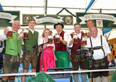 2016-Volksfest-Bruckmuehl-Tag1-Erstes Prosit