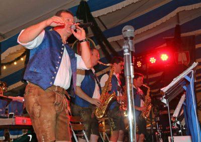 2016-Volksfest-Bruckmuehl-Tag10-Stimmung mit Großkarolinenfelder Musi