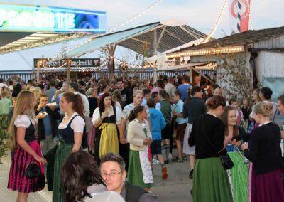 2016 Volksfest Bruckmuehl Tag10 dichtes Gedränge