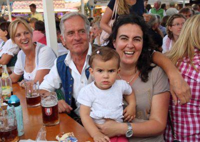 2016-Volksfest-Bruckmuehl-Tag3-Robert mit Schwägerin Veronique und Mädchen Anna-Lucia