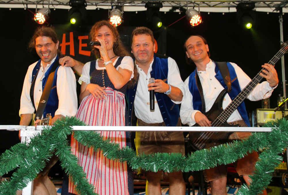 Gute Stimmung am Showband-Tag 2016 im Volksfestzelt Bruckmühl