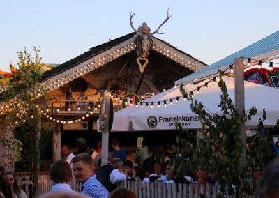 SV-Bruckmühl-Volksfest-2018-Biergartenidylle mit Hüttencharakter
