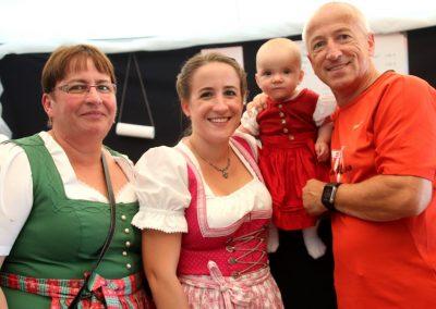 SVB-Volksfest-2018-Drei-Genertaiontreffen-Familie-Justel