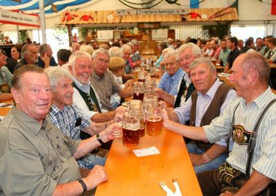 SVB-Volksfest-2018-Familientag-die EX-Top-SVB-Kicker beim Ehrenmitglieder-Stammtisch