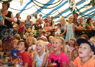 SVB-Volksfest-2018-Familientag-große Augen beim Kasperle-Theatetr