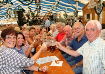 SVB-Volksfest-2018-Familientag-gut gelaunte Senioren beim Prosit der Gemutlichkeit