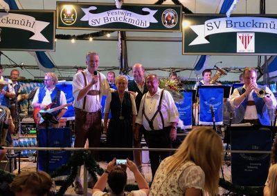SVB-Volksfest-2018-Klaus-und-Helga Christoph-Musikbühne