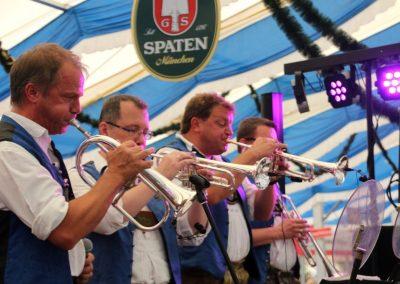 SVB-Volksfest-2018-Voller-Einsatz-der-Großkarolinenfelder Musiker
