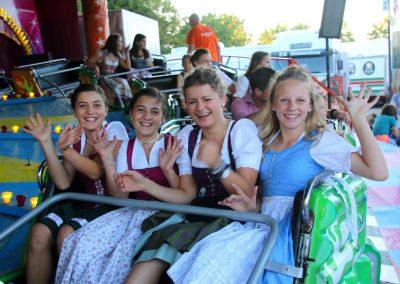 SVB-Volksfest_Mädel-Partytime im Hard-Rock-Express
