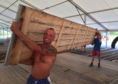 SV Bruckmühl Volksfest - Darius kann auch bei knapp 40 Grad und Schlepperei noch lächeln
